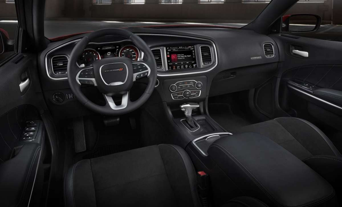 Dodge Charger 2015 interni
