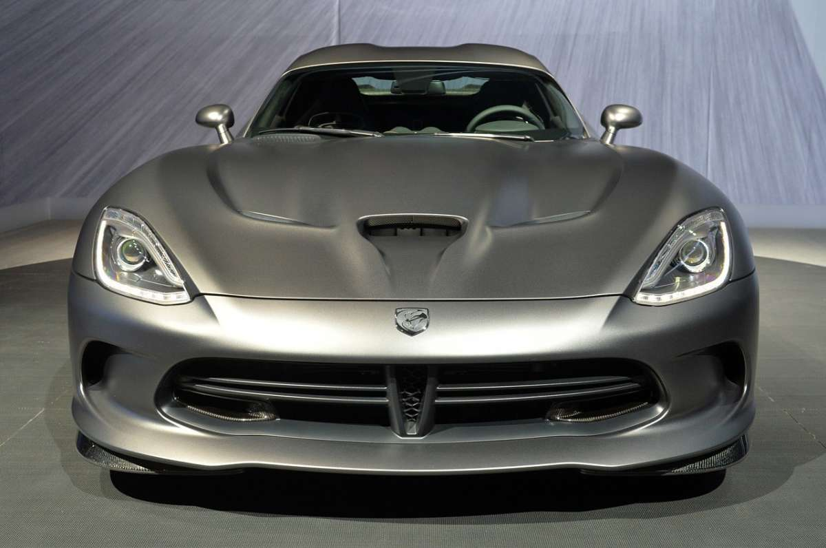 Vista da davanti SRT Viper GTS Anodized Carbon