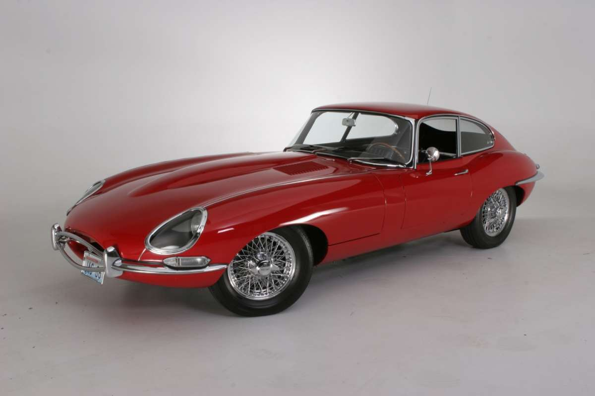 Jaguar E-Type laterale anteriore