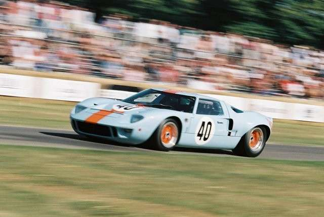 Ford GT40 in corsa