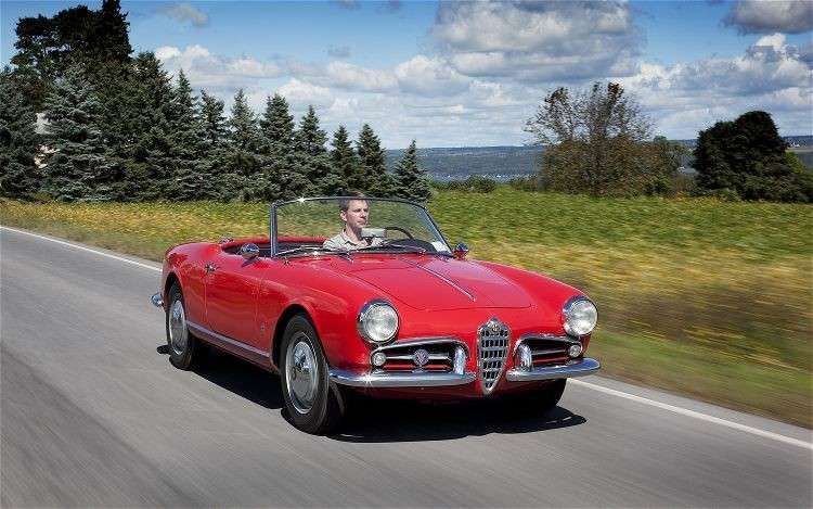 Alfa Romeo Giulia Spider in movimento