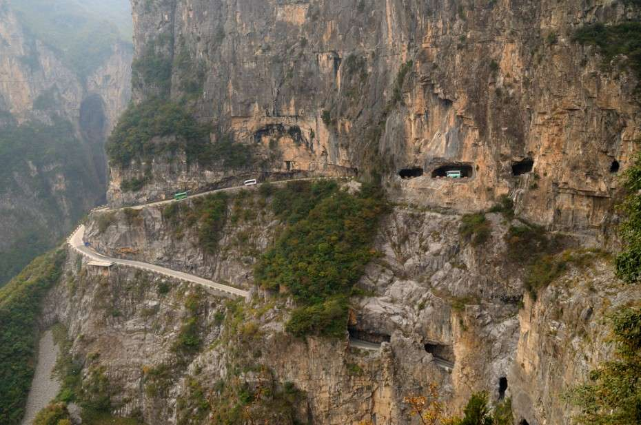Guoliang Tunnel Road con auto