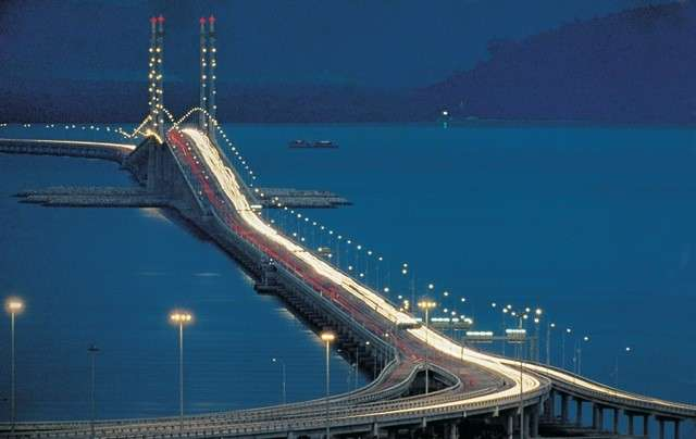 Penang Bridge di notte