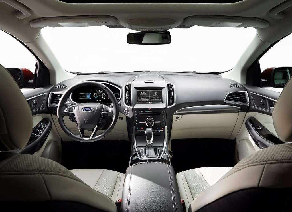 interni e abitacolo Ford Edge