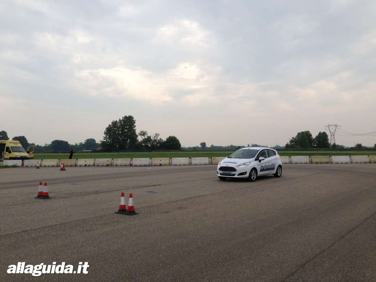 Ford Driving Skills For Life Fiesta prova velocità