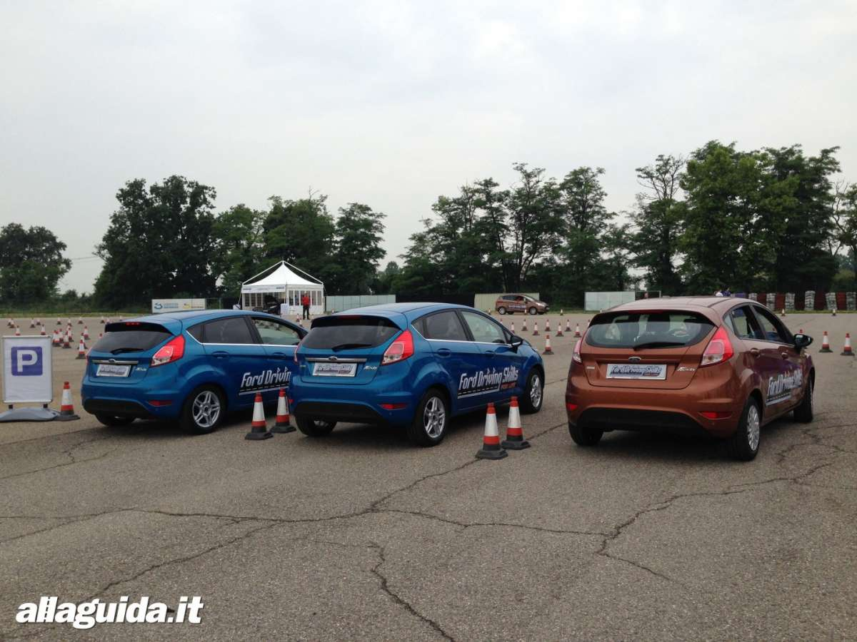 Sezione distrazione Ford Driving Skills For Life 2014