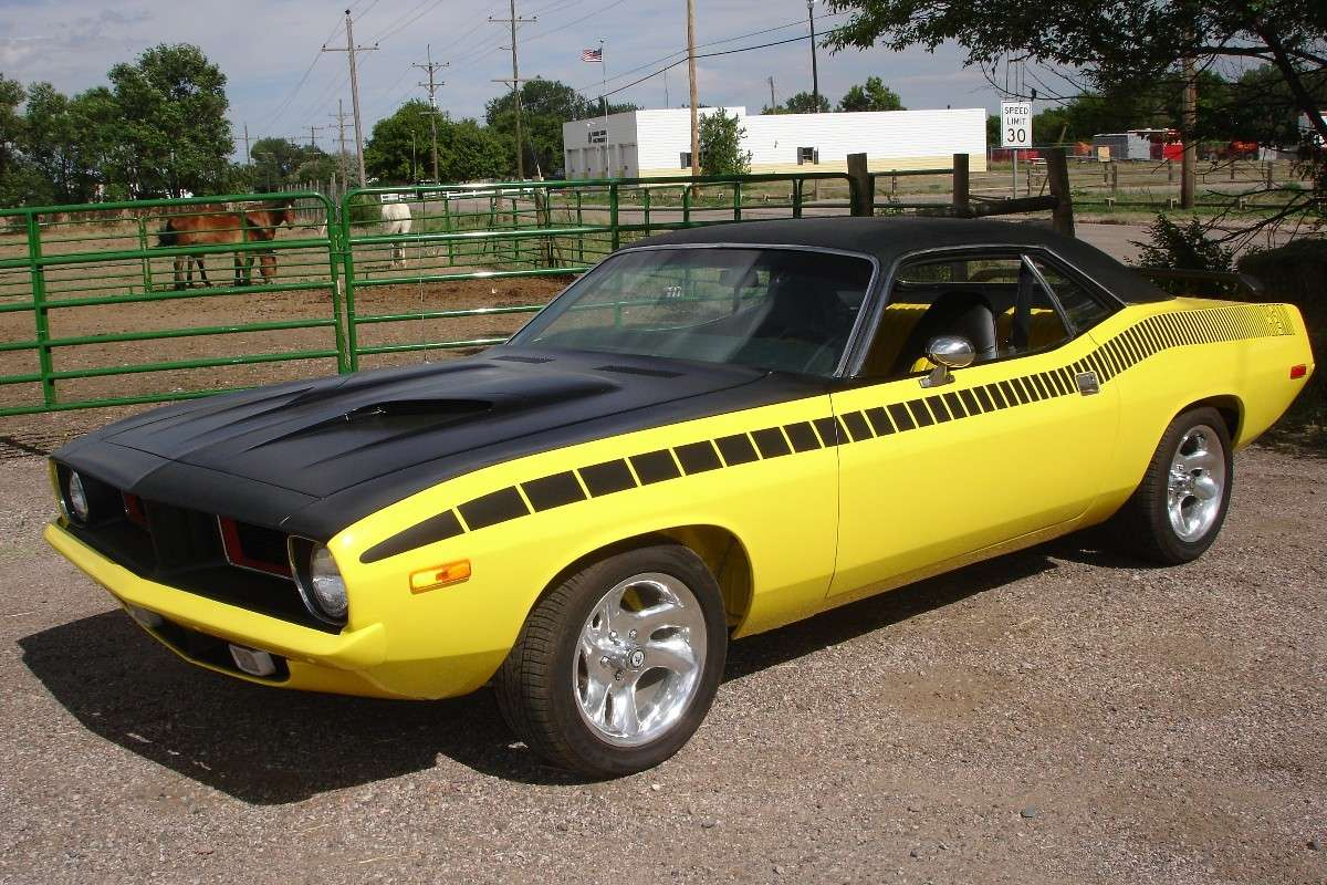 Plymouth Barracuda gialla e nera