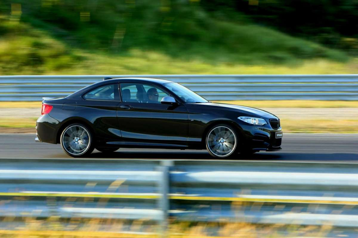 BMW M235i laterale