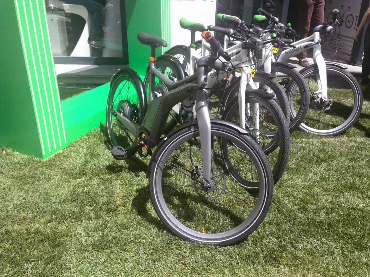 Smart e-bike sull'erba