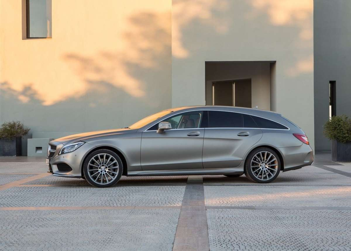 CLS Shooting Brake di fianco