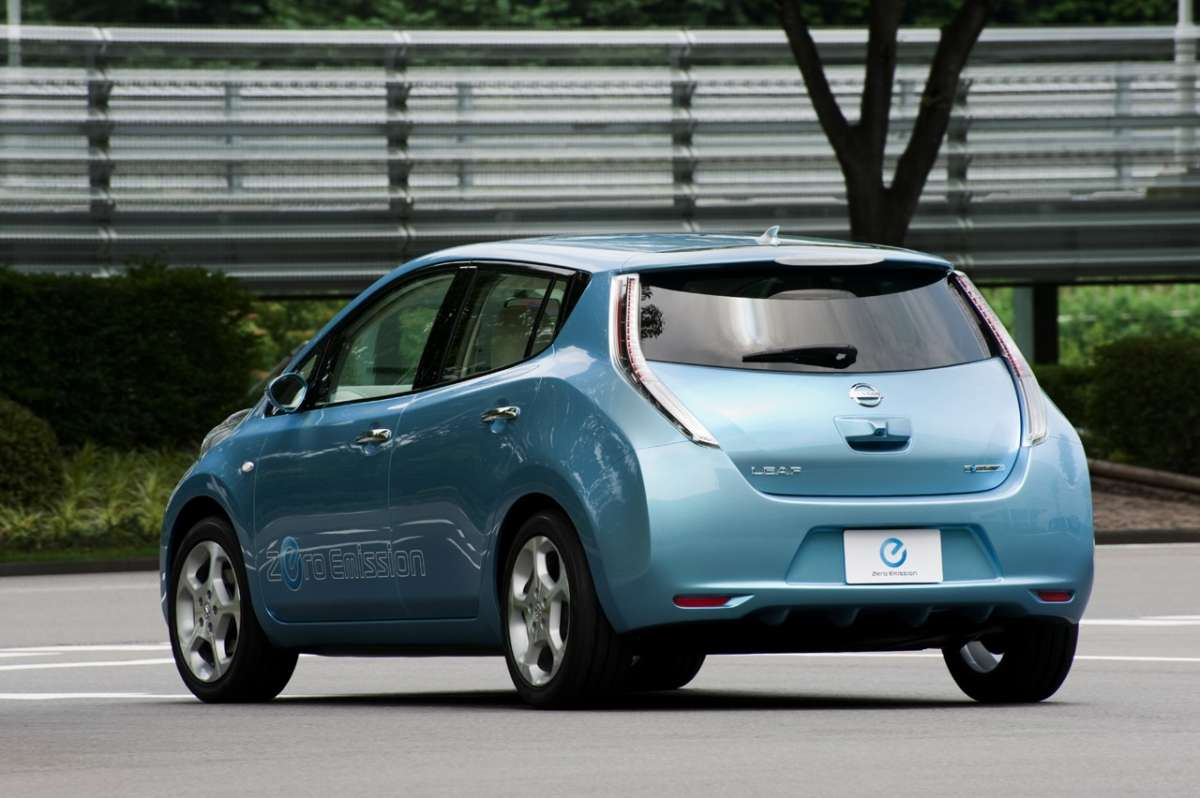Nissan Leaf retro