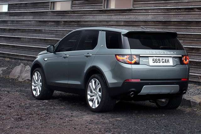 Land Rover Discovery Sport dietro