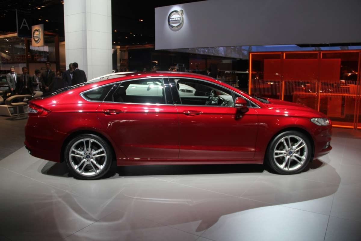Ford Mondeo laterale