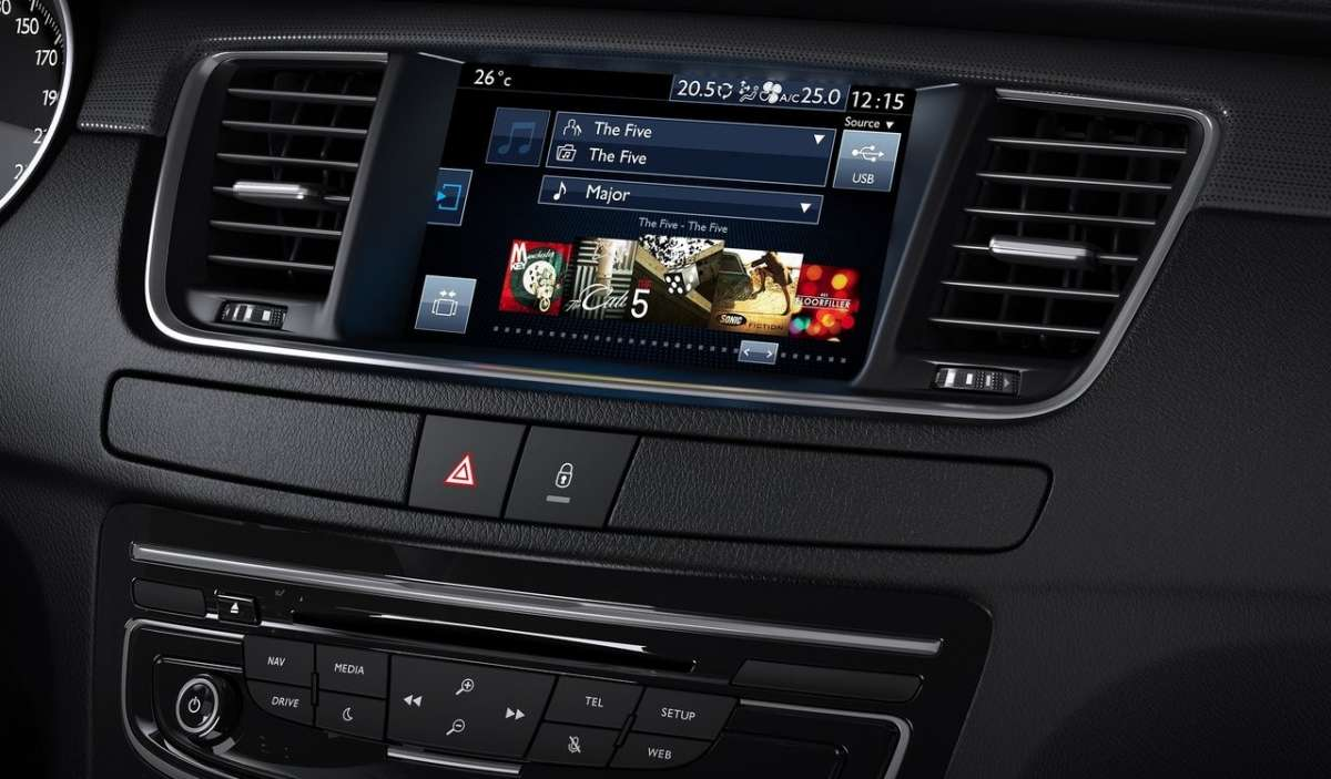 Peugeot 508, nuovo touchscreen.
