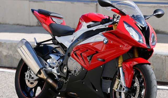 BMW S1000 RR, il peso diminuisce