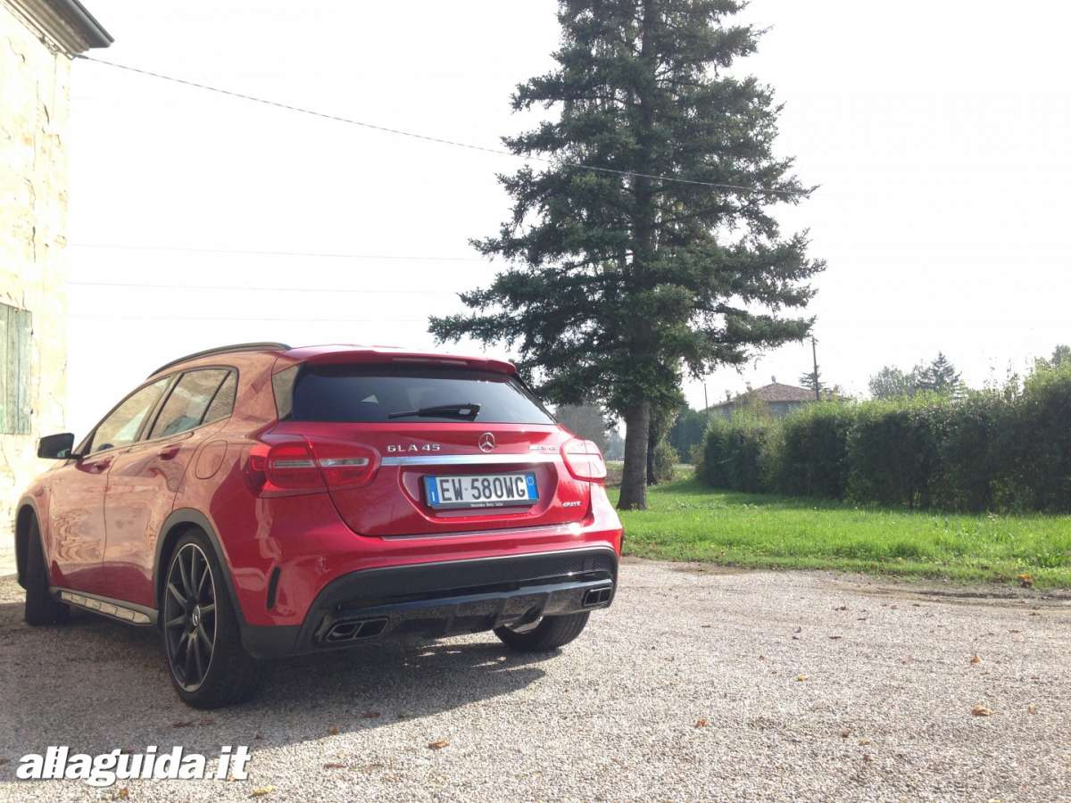 Mercedes GLA 45 AMG retro