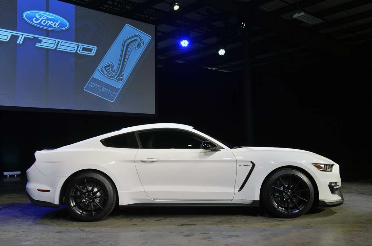 Mustang Shelby GT350, Salone Los Angeles 2014 (2)