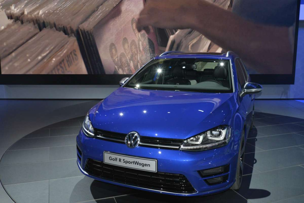 Volkswagen Golf R Variant, Salone di Los Angeles 2014 (1)