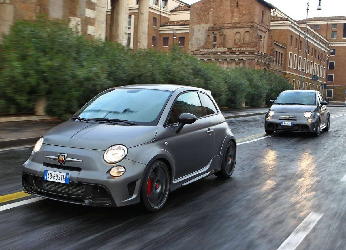 Due Abarth 695 Biposto
