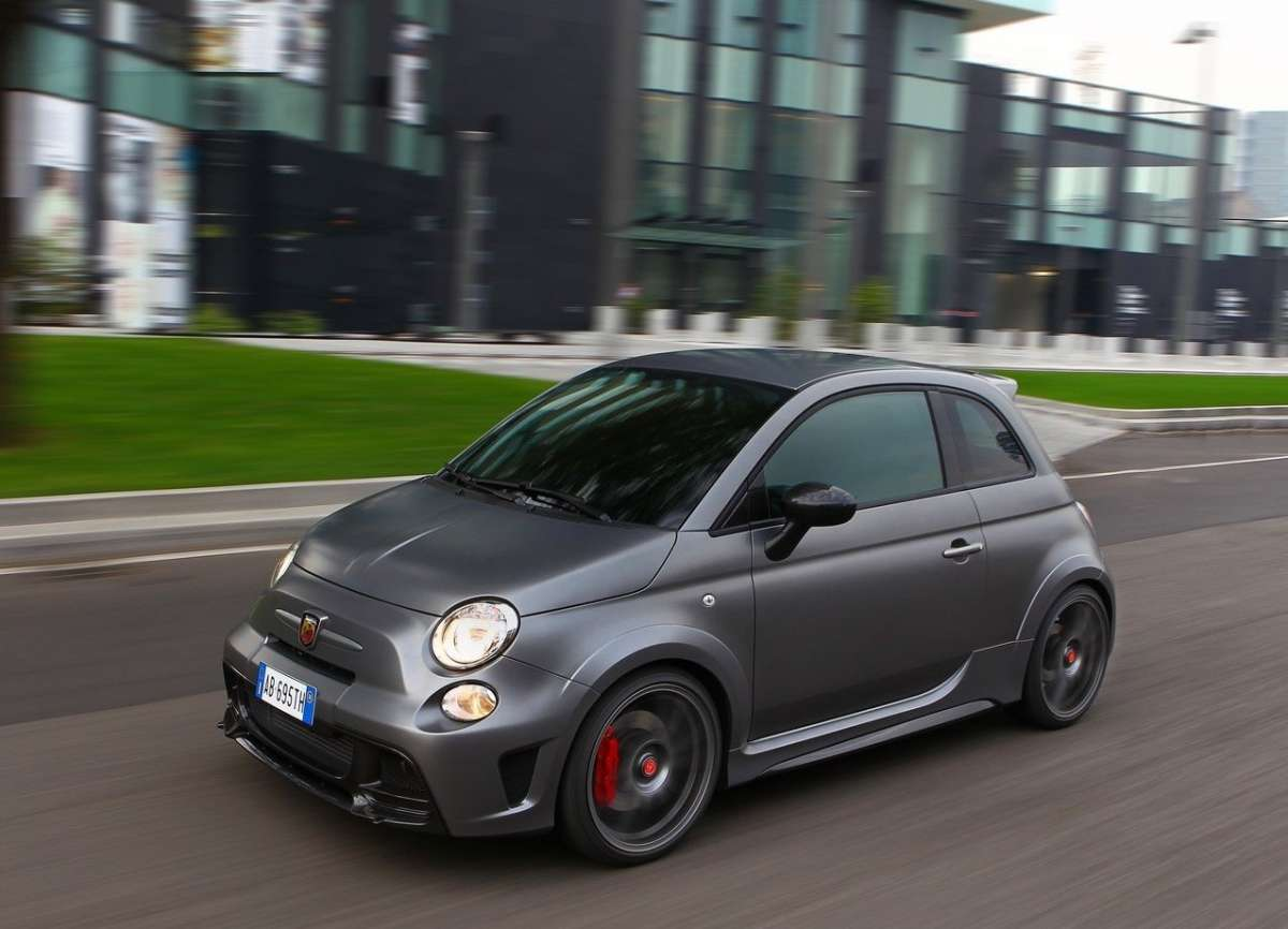 Test drive dell'Abarth 695 Biposto