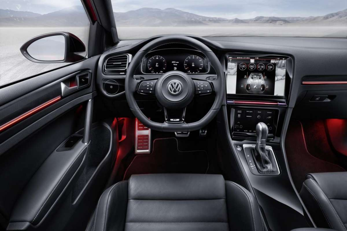 Interni Volkswagen Golf R Touch concept