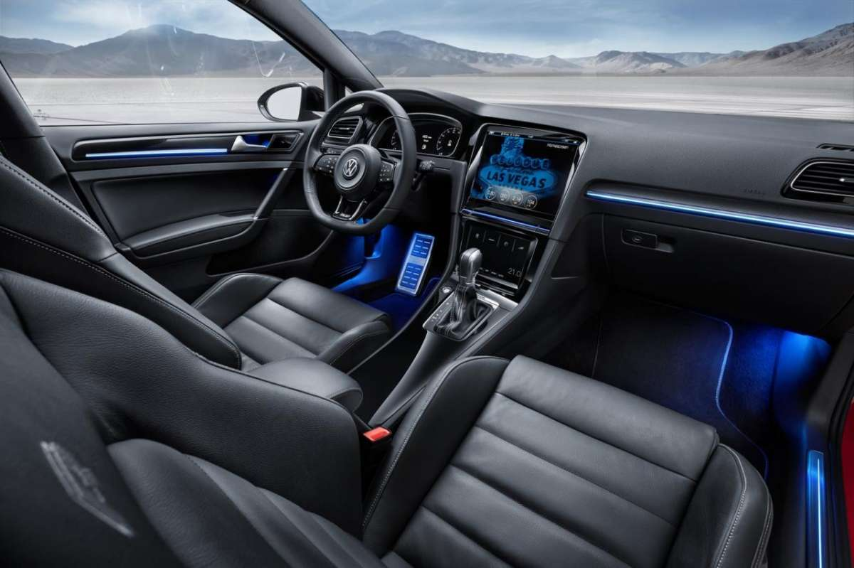 Abitacolo Volkswagen Golf R Touch concept