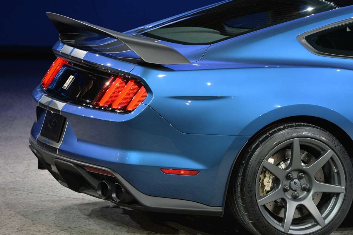 Alettone posteriore Ford Mustang