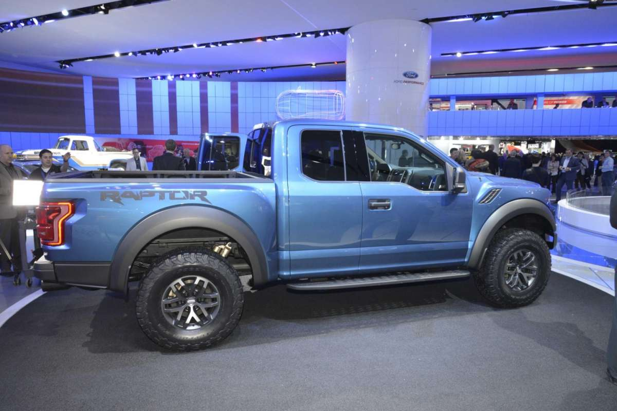 Ford F-150 Raptor,  salone Detroit 2015 (2)