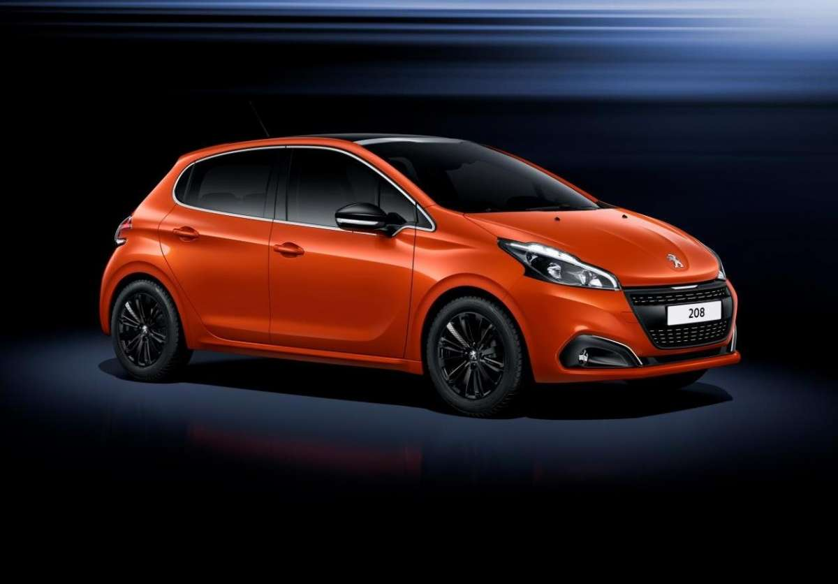 Peugeot 208 restyling angolo anteriore
