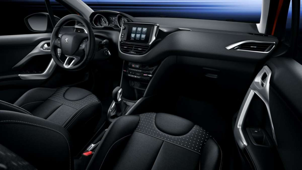Peugeot 208 restyling plancia