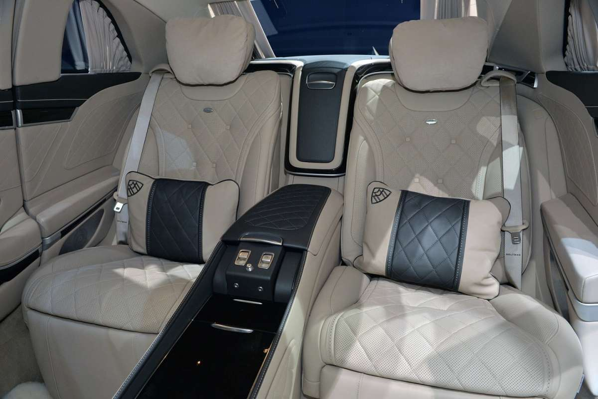 Mercedes S600 Pullman Maybach poltrone