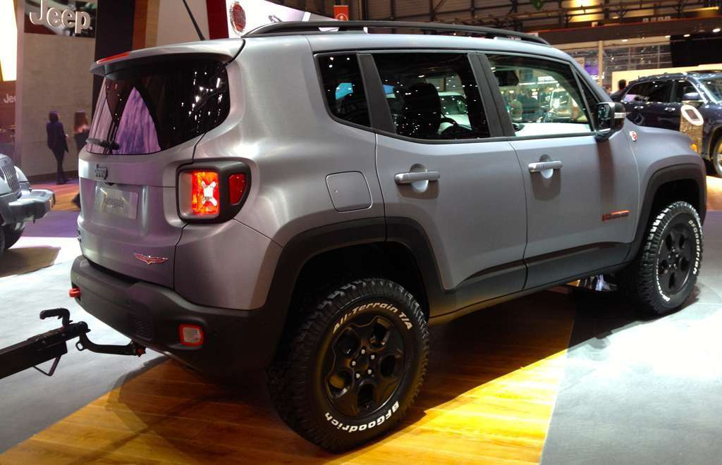 Jeep Renegade Hard Steel di lato a Ginevra