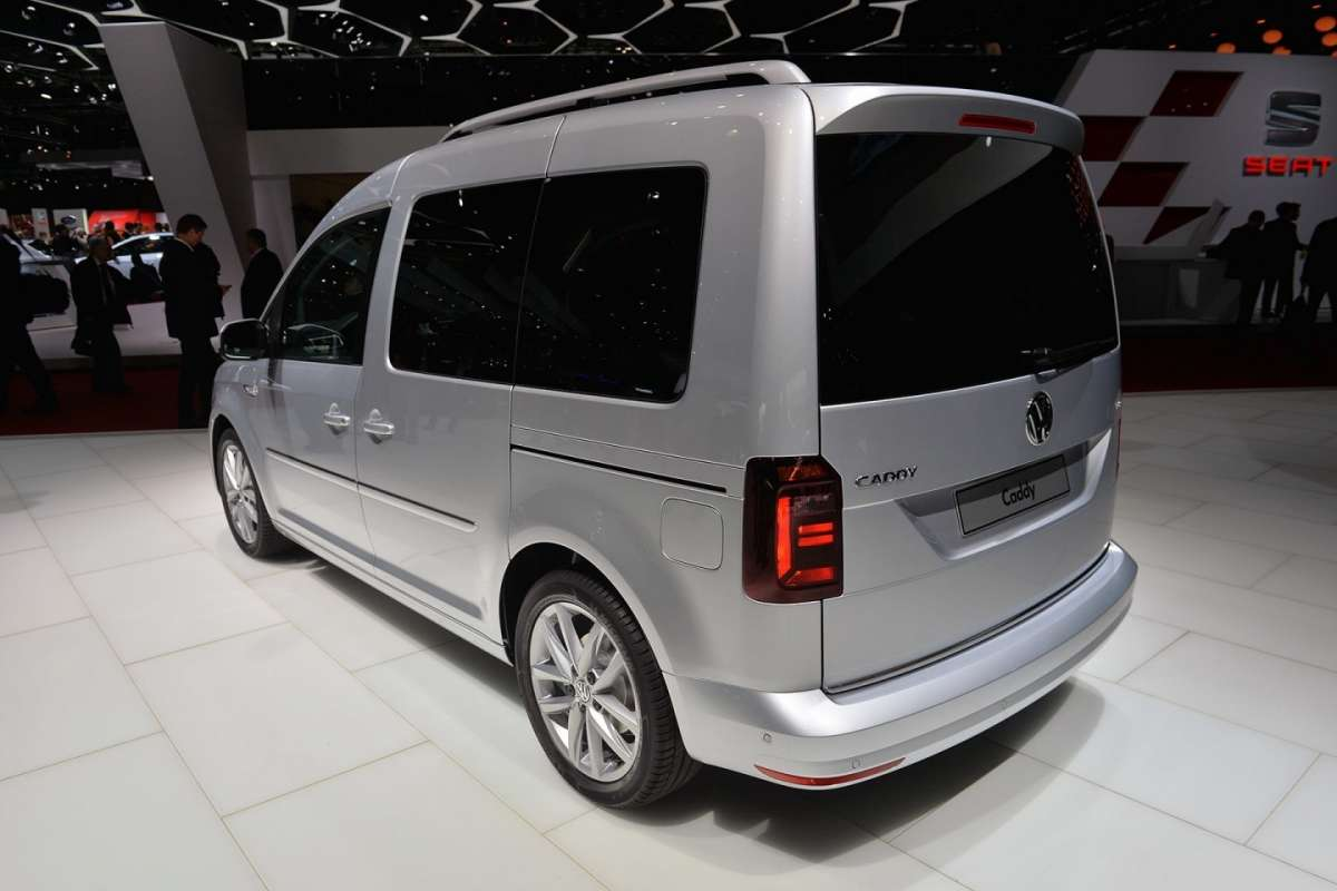 VW Caddy 2015 posteriore