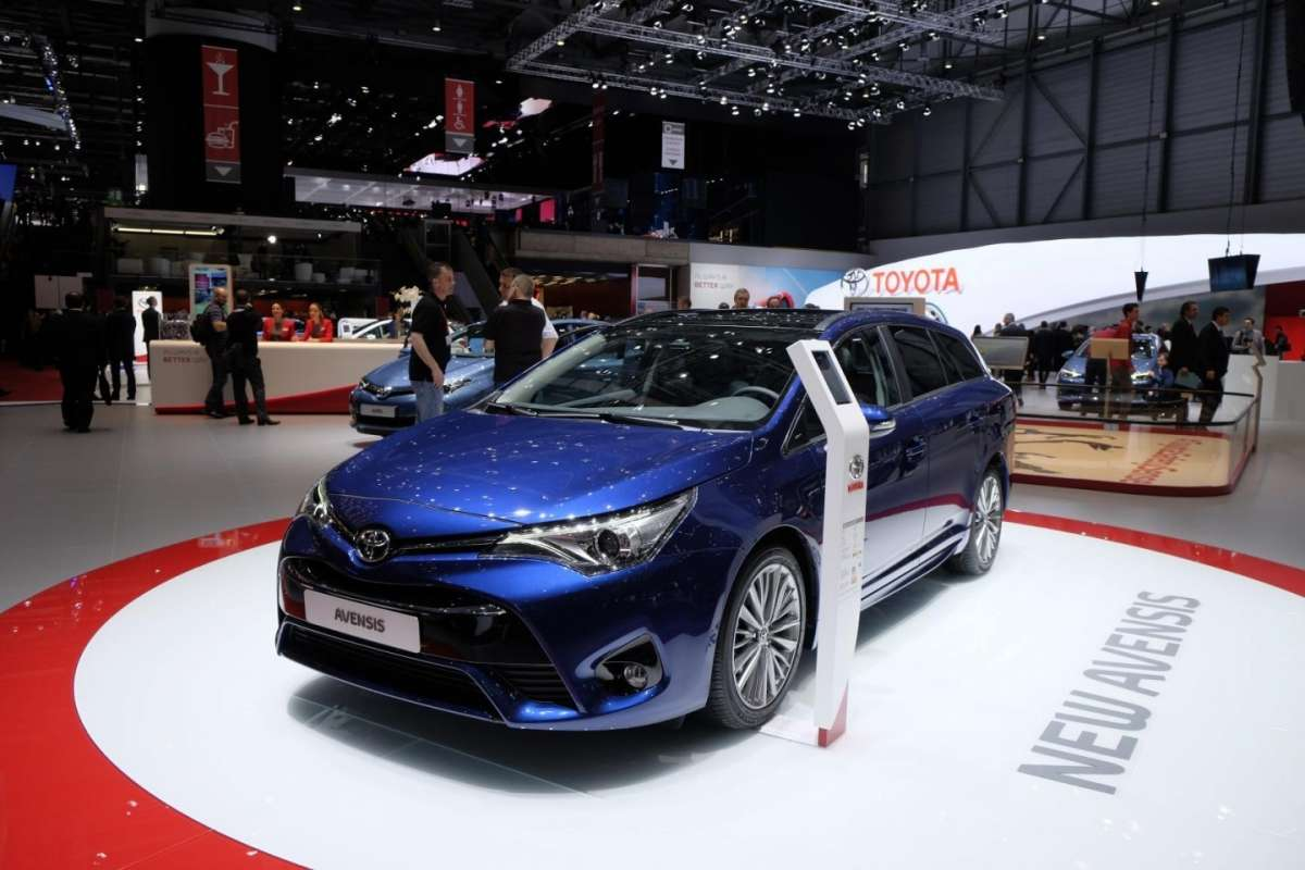 Toyota Avensis 2015 frontale