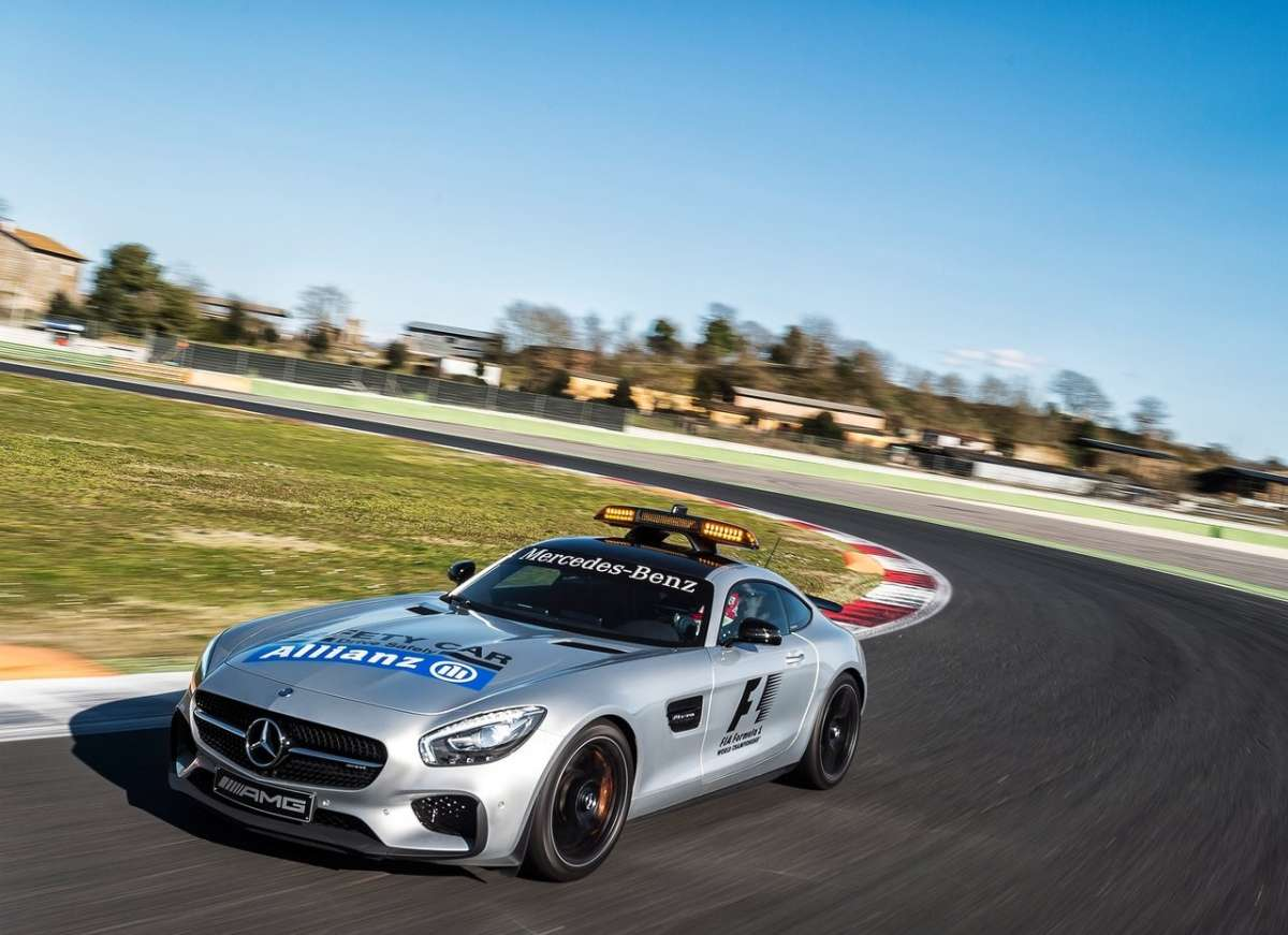 Mercedes AMG GT S F1 Safety Car in pista