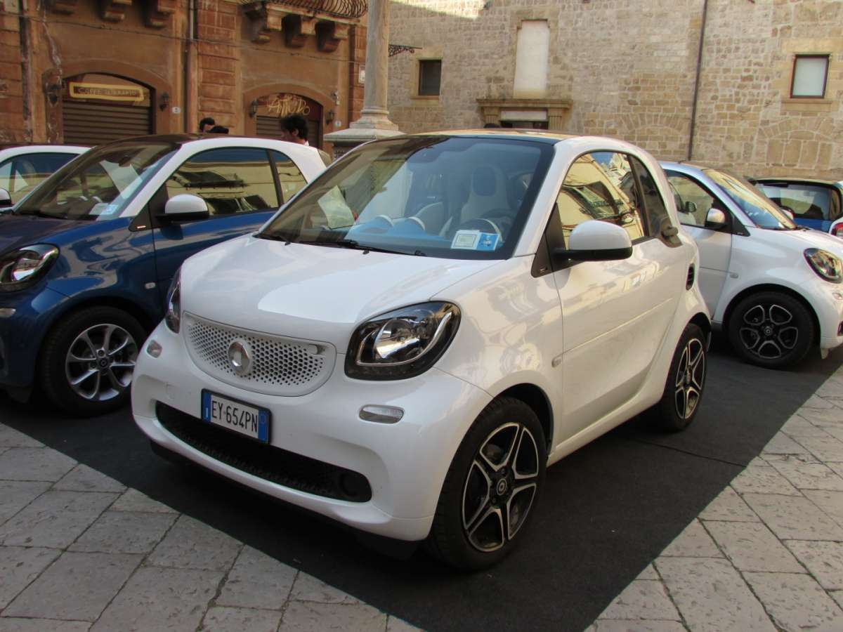Laterale anteriore Smart ForTwo Twinamic bianca