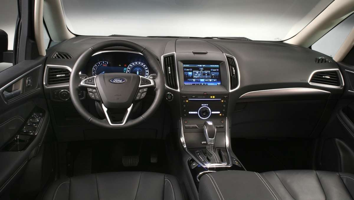 Interni di Ford Galaxy 2015 restyling