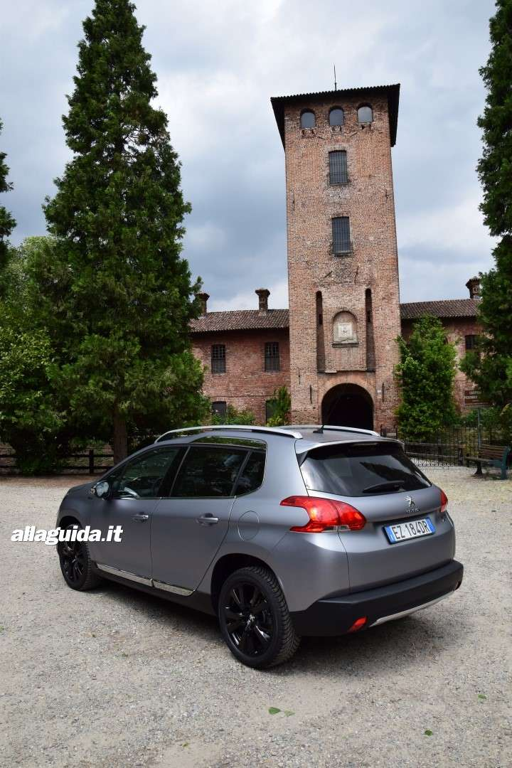 Test di Peugeot 2008 Black Matt