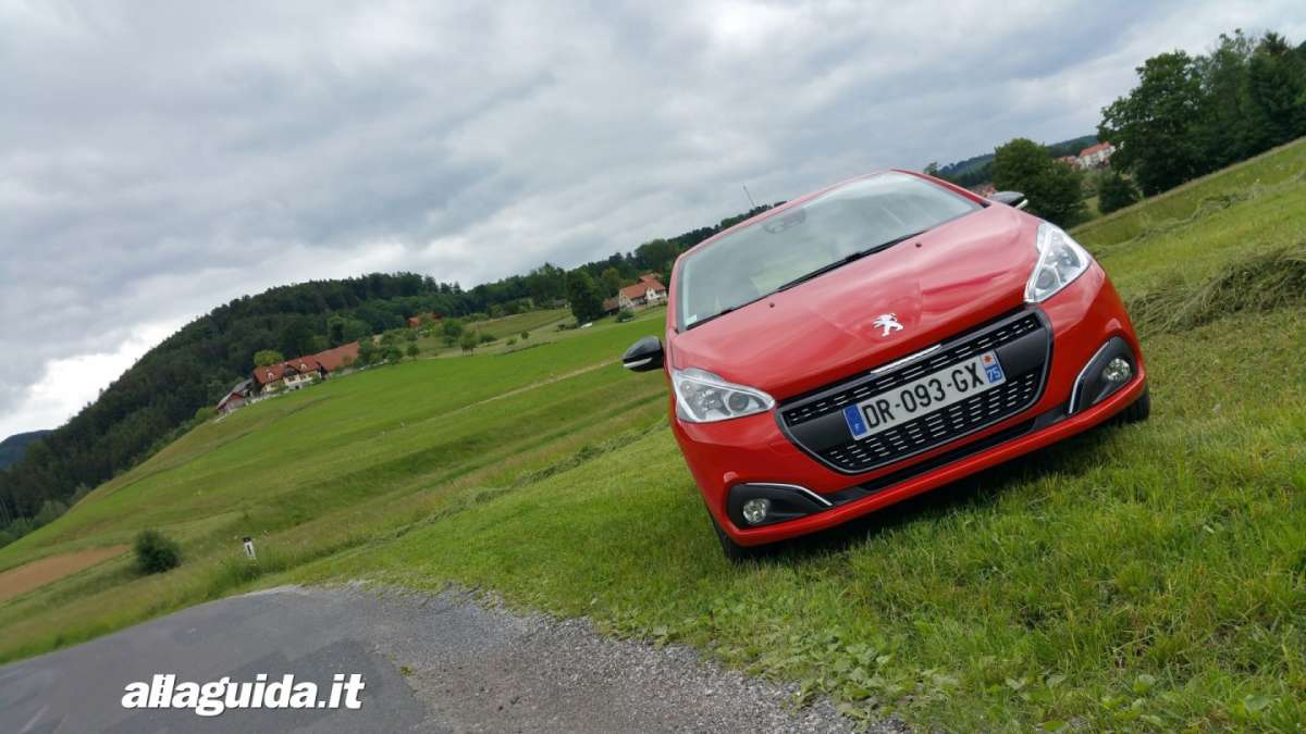 Nuova Peugeot 208 2015 restyling