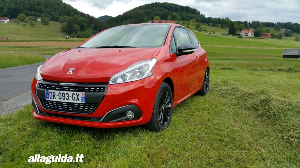 Peugeot 208 2015, frontale