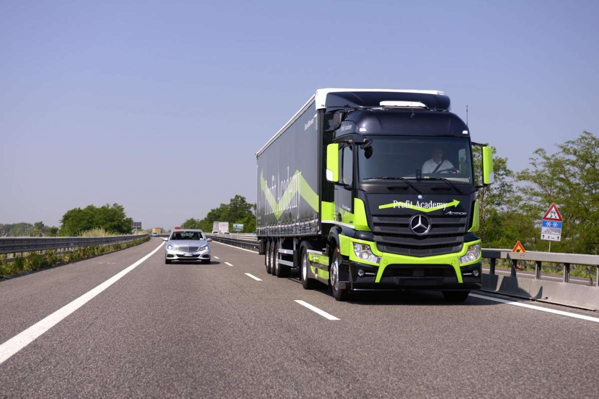 Mercedes Benz Actros Emercency Brake Assist