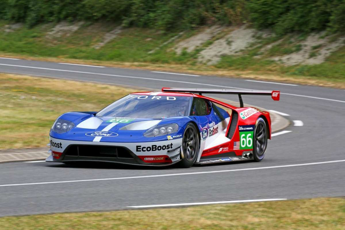 Ford GT Le Mans in curva