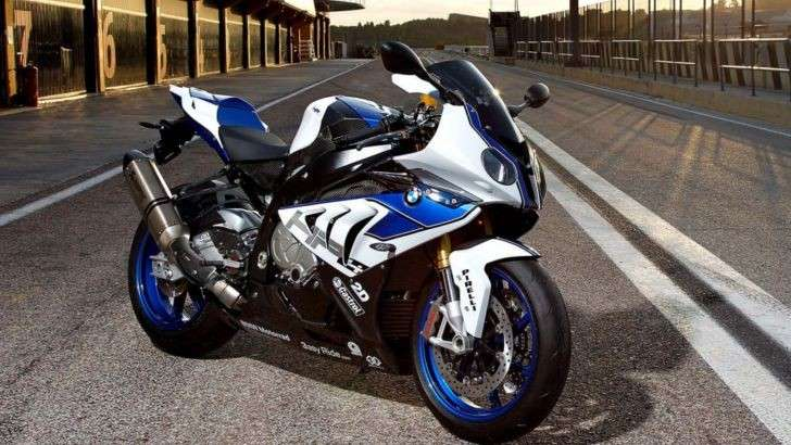 BMW HP4 in pista