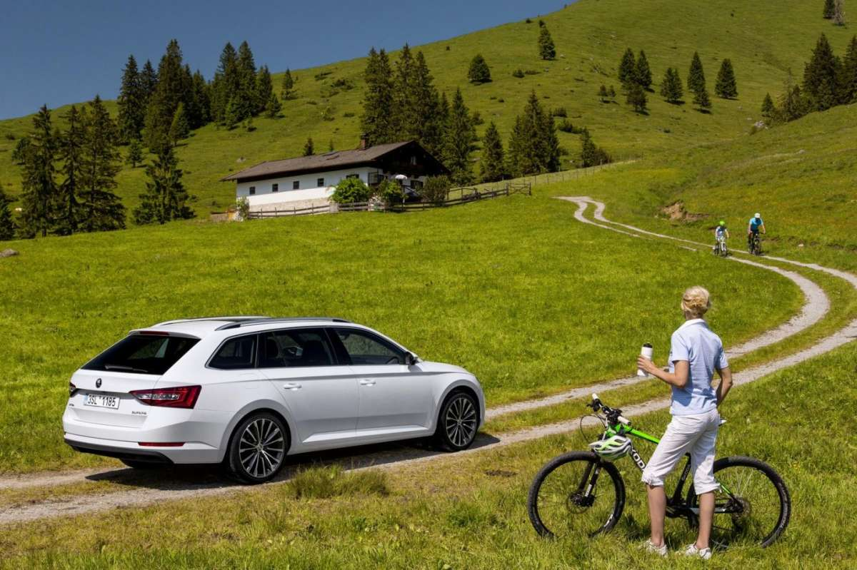 Skoda Superb Combi in montagna