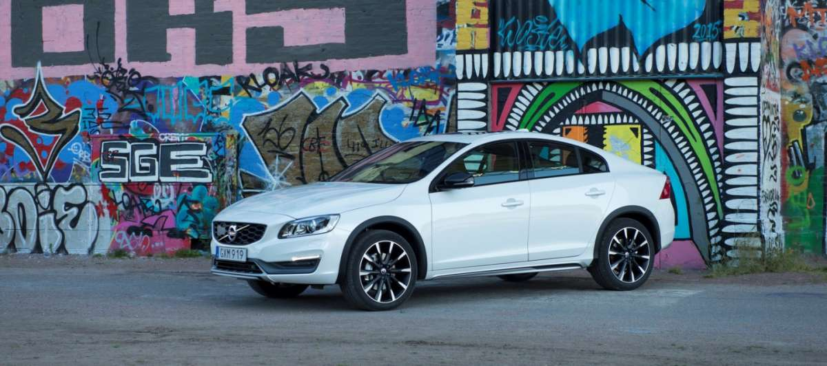 Volvo S60 Cross Country foto ufficiali
