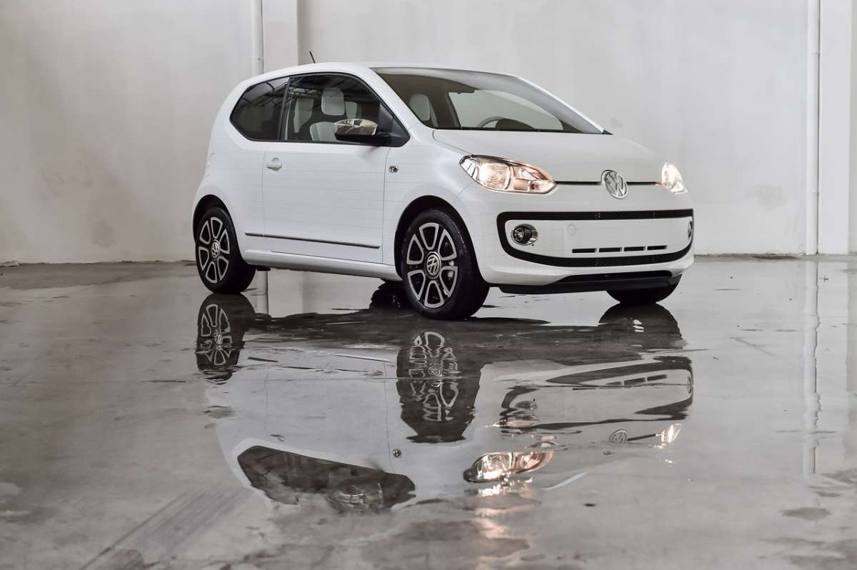 Volkswagen Up! Garage Italia Customs 3-4 anteriore