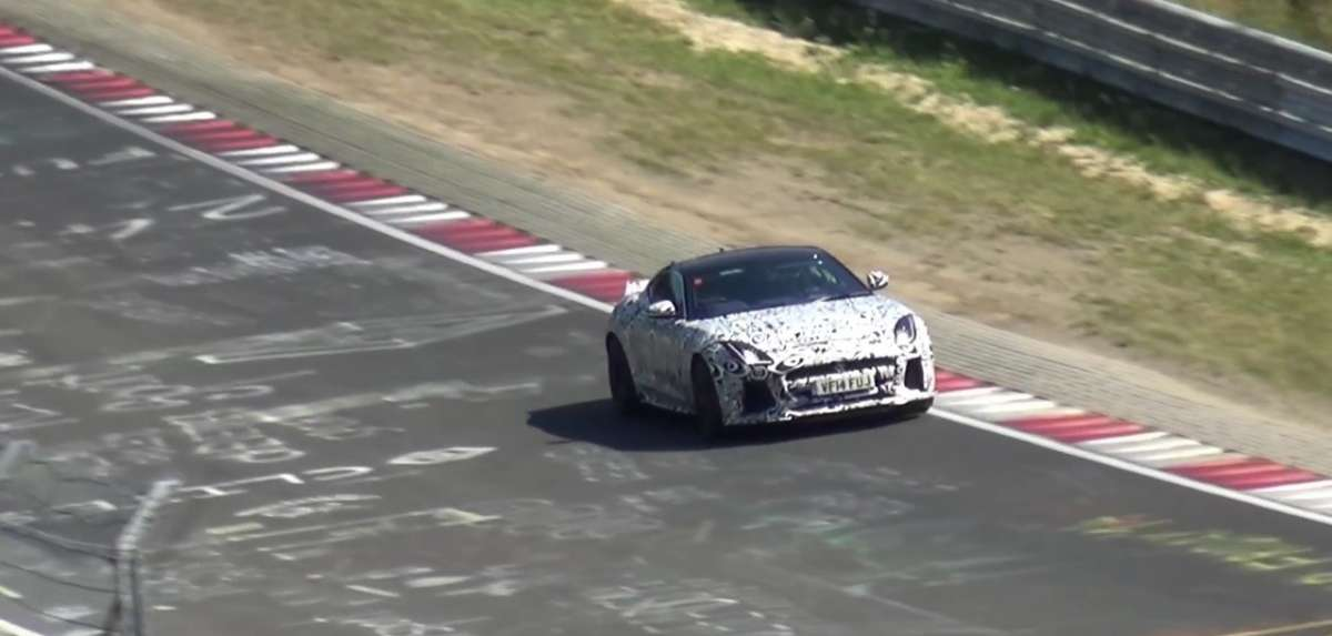 Jaguar F-Type SVR in pista