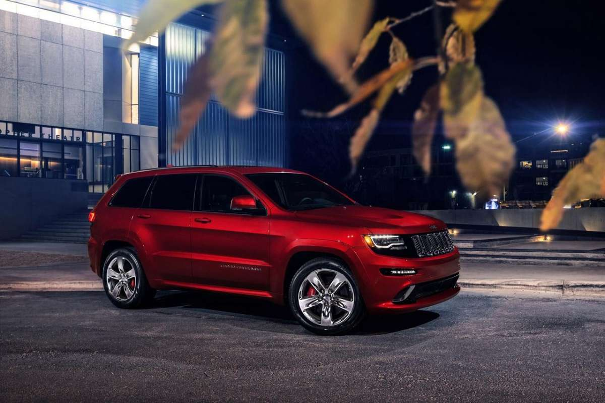 Jeep Grand Cherokee SRT8 rossa