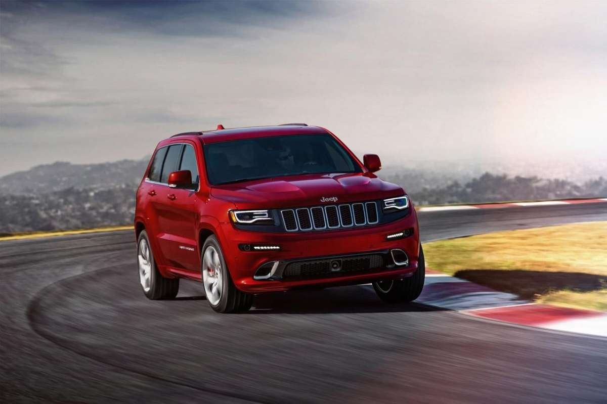 Jeep Grand Cherokee SRT8 tra i cordoli