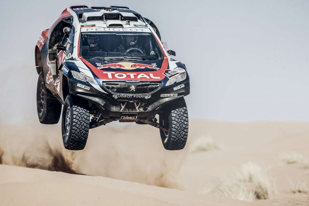 Peugeot 2008 DKR Silk Road Rally in volo